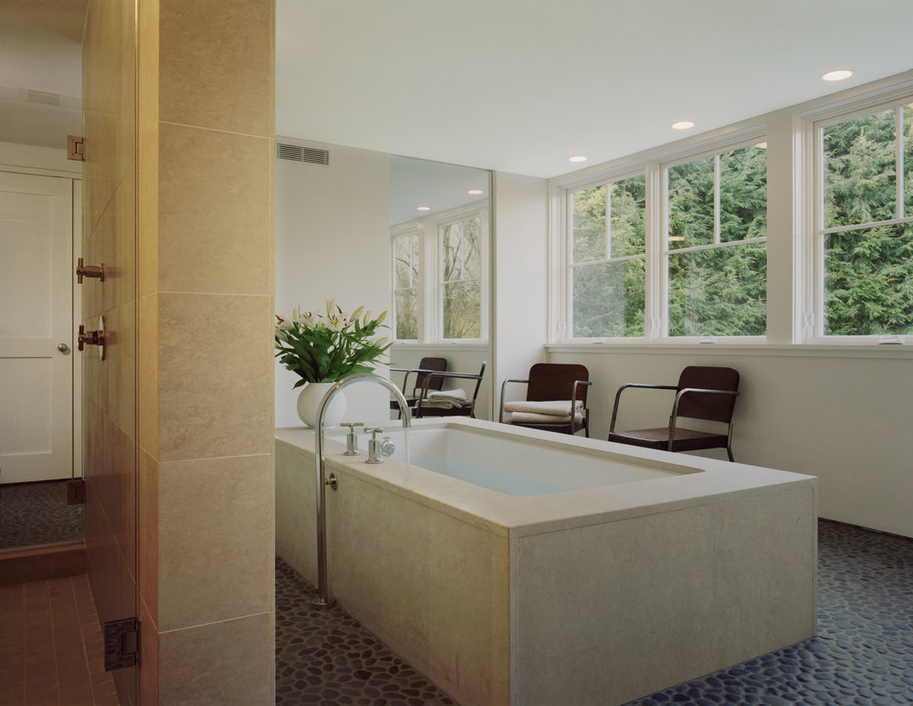 perfect relaxing bathtub spa