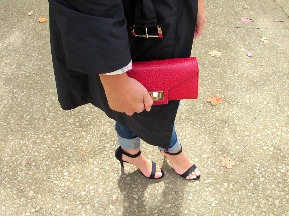 Can't go wrong with a cute clutch ladies! Choose a bright color this fall for those nights out or just a casual lunch date with friends. They are compact and a great alternative accessory to a bag. Those heels though. Simple and sassy as I like to say. It's hard to find items that embody both characteristics, but these manage to! They are great to dress up a casual outfit as well as add a relaxed feel to a dressier look!