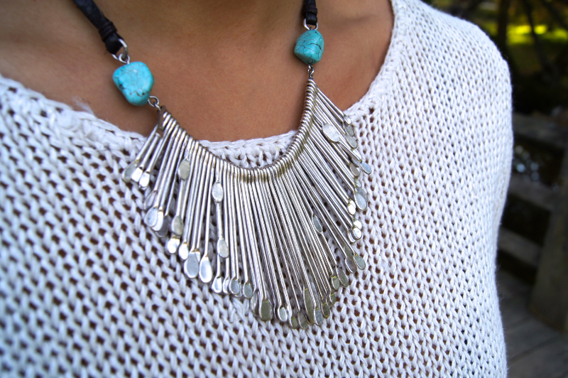 If you are in search of unique statement jewelry, Lucky Brand should definitely be one of your go-to's! They always have amazing colored stones and intricate detailing on each item. I am a huge fan of silver and turquoise together so this necklace was a must! It has an earthy and boho look, while also adding a modern feel due to the shapes of the silver.