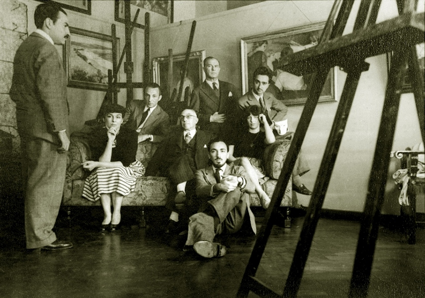 Sarah Grilo (seated on the right) in the studio of the renowned Spanish artist Vicente Puig.  From left to right: Ignacio Colombres, Beba Philips, José Antonio Grau, Vicente Puig, José Antonio Fernández-Muro (sitting on the floor), Raúl Mihanovich and Miguel Ocampo. Buenos Aires, 1944
