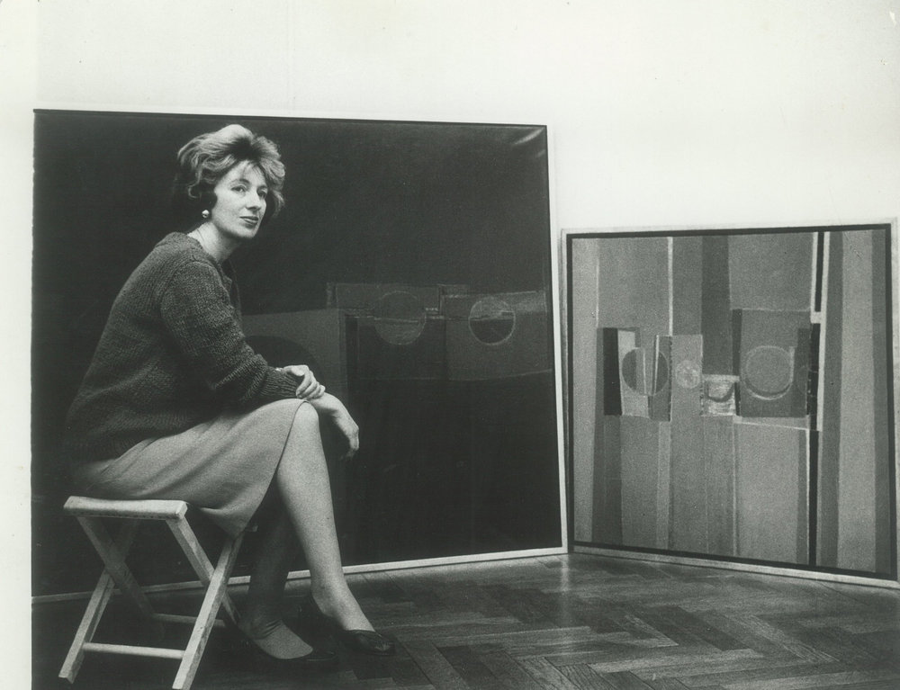 Sarah Grilo in her studio with two of her paintings. Buenos Aires, 1960  Photo: © Diana Levillier