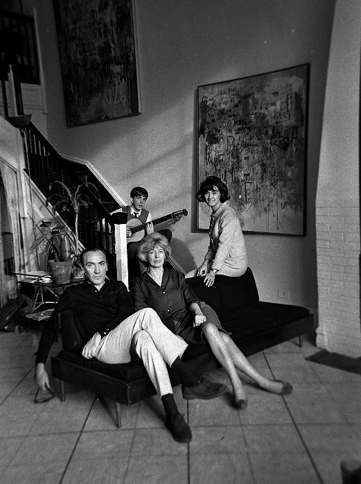 Sarah Grilo with her husband José Antonio Fernández-Muro and their kids, Verónica and Juan Antonio, in their studio in 353 East 50th Street. New York, 1964.  Photo: © Lisl Steiner