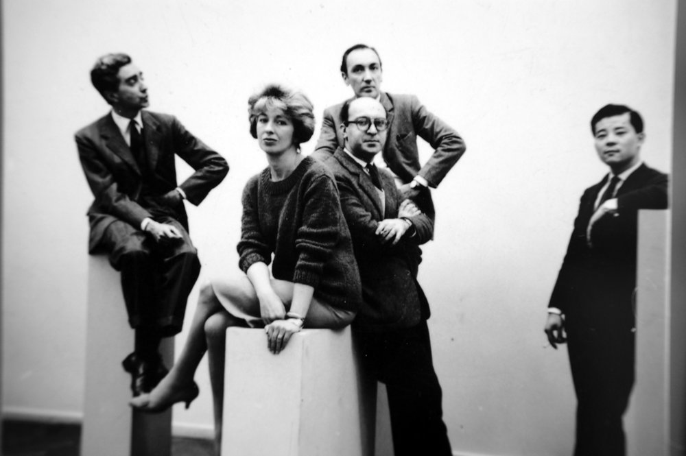 The 'Grupo de los cinco'. From left to right: Miguel Ocampo, Sarah Grilo, Clorindo Testa, José Antonio Fernández-Muro (in the background) and Kazuya Sakai. Buenos Aires, 1960  Photo: © Diana Levillier