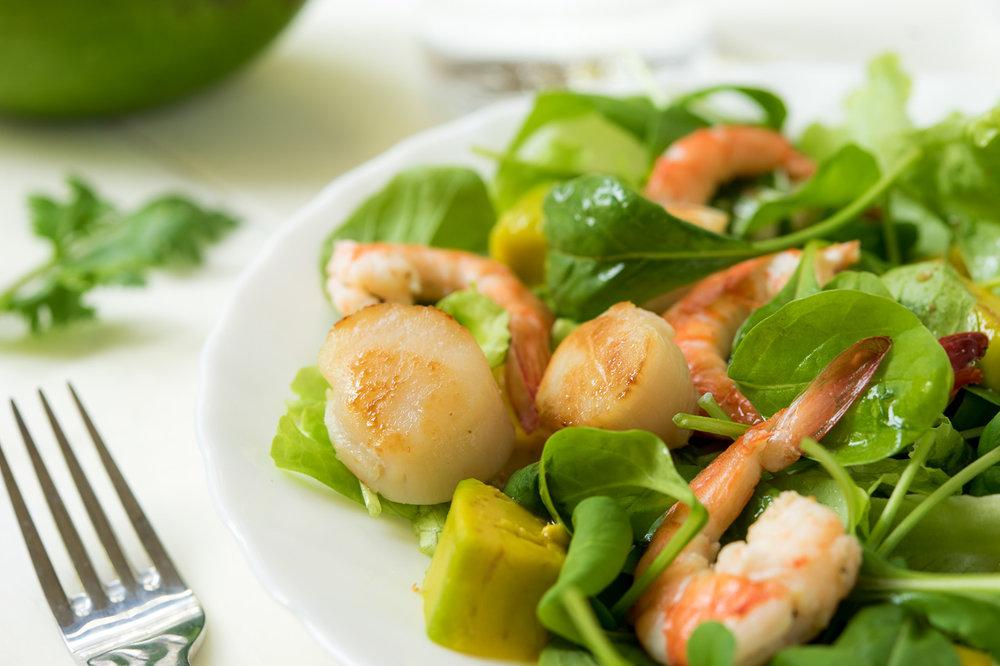 只有兩個干貝只能塞塞牙縫,這是另一大盤的干貝鮮蝦+芝麻葉當我的午餐。