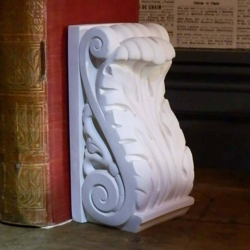 Acanthus Leaf Bookend £12.00 / RRP £30.00 (Height 17cm) William Morris (1834 – 1896) was a significant figure of the British Arts and Crafts, an aesthetic movement that blossomed in the latter part of the 19th Century as a reaction against the growing industrialisation of Victorian Britain. The movement itself was a rebellion against the age of mass production. A return to traditional craft methods and 'romantic' forms of decoration, inspired by the flora and fauna of the British countryside. Natural motifs, such as the acanthus leaf were featured heavily in the designs of the Arts and Crafts Movement. The designs of William Morris were the inspiration for this acanthus leaf bookend.