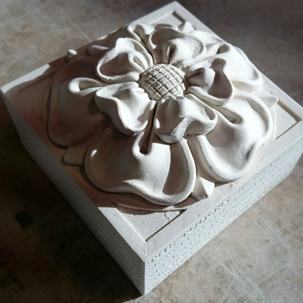 A handmade paperweight cast in British Gypsum Plaster featuring the Tudor Rose in relief. When Henry VIII took the crown of England from Richard III in 1485, he brought the 'Wars of the Roses' between the House of Lancaster (the red rose) and the House of York (the white rose) to an end. Henry's father, Edmund Tudor was born to Margaret Beaufort from the House of Lancaster. Henry married Elizabeth of York and in doing so brought both sides together. The sides of the paperweight show the timeline of the Tudor dynasty's Kings and Queens from 1485 - 1509 in relief including Henry VII, Henry VIII, Edward VI, Jane Grey, Mary I and Elizabeth I.