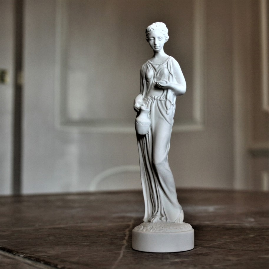 Roman Lady Figure (1).JPG