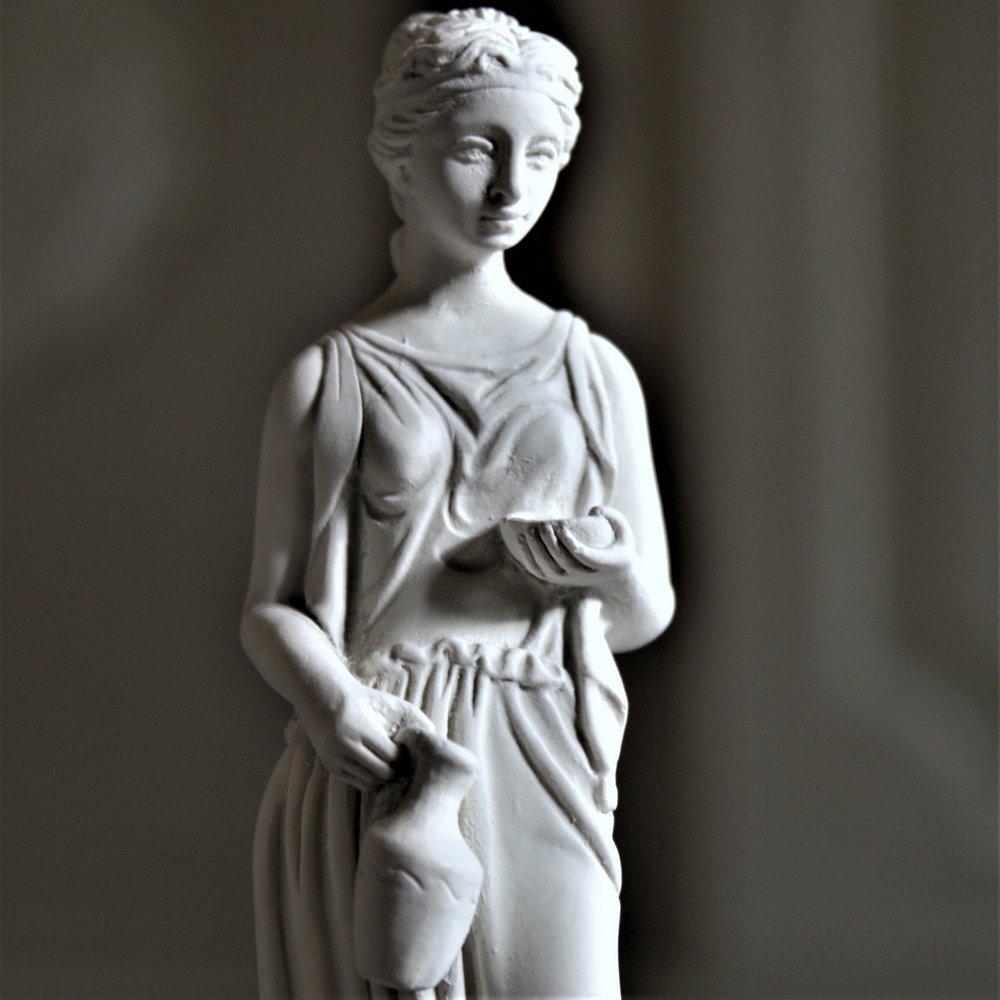 Roman Lady Figure (8).JPG