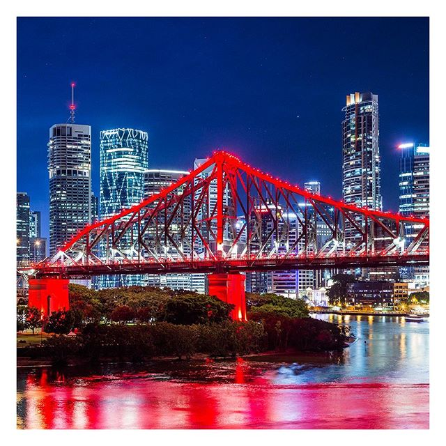 Brisbane, Australia 🇦🇺 . . . #brisbane #australia #kangaroopoint #bne #queensland #qld #view #panorama #nightscape #city #australian #tower #skyscraper #brisbaneriver #river #longexpo