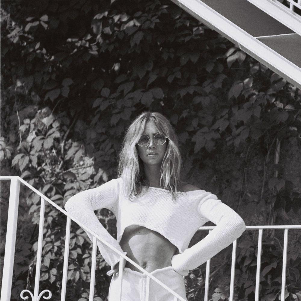 Lisa-Olsson-italy-film-black-white-stairs-9.jpg