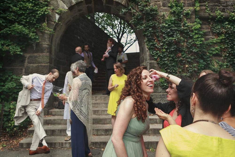the moments getting ready before the walk down the aisle for outdoor ceremony at Fort Tryon Park in New York
