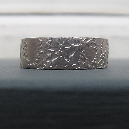 Prairie ring. 18ct white gold ring etched with a pattern inspired by a garden of wild grasses.