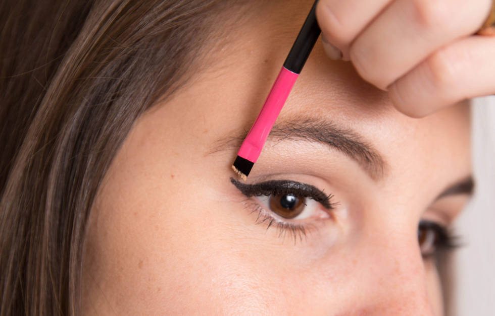 Fix Liner Mistakes with Concealer