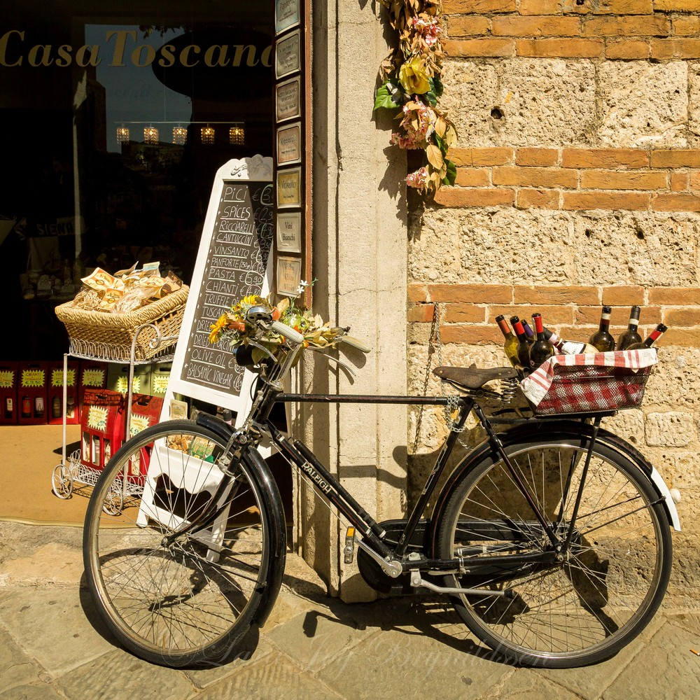 Restaurants in Tuscany market to passers by with charming chalk board menus and bike baskets filled with wine bottles. You almost expect to see Diane Lane's Under the Tuscan Sun character walk by in her hat…
