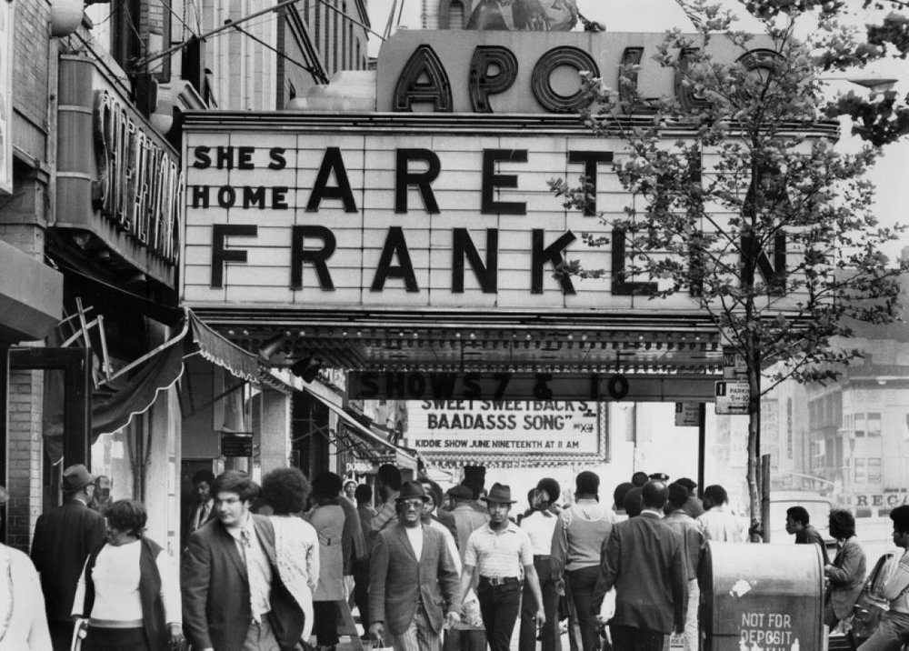 aretha-franklin-apollo-theater.jpg