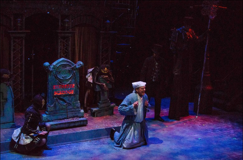 A Christmas Carol presented by Lyric Arts Main Street Stage. Photography: Traynor Productions