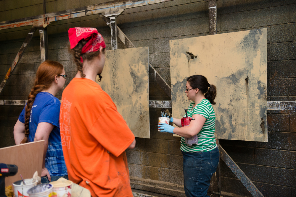 Professional scenic painter Sara Herman digs into the skills every painter needs to master in Tech Tools Scenic Painting: Core Ideas & Techniques in the Rarig Center Scene Shop at the University of MN.  Photo Credit: Megan Engeseth Photography