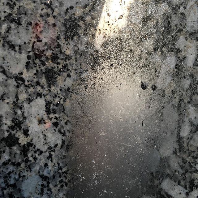 Silver on granite in Düsseldorf. #spraypaint #granite #silver