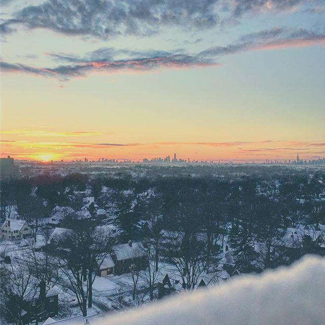 Snow set. #snow #winter #nyc #manhattan #skyline #sunset #instagood #queens #newyork