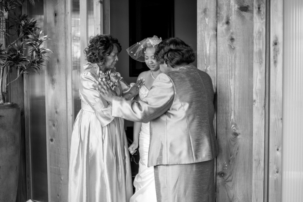 praying before wedding mother of the bride
