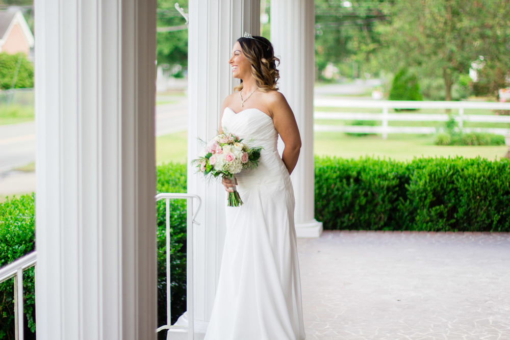 Eastern NC Styled Wedding Shoot | Gurley House Wedding | Bryant Tyson Photography | Diamonds + Pearls | www.memoriesbybryant.com