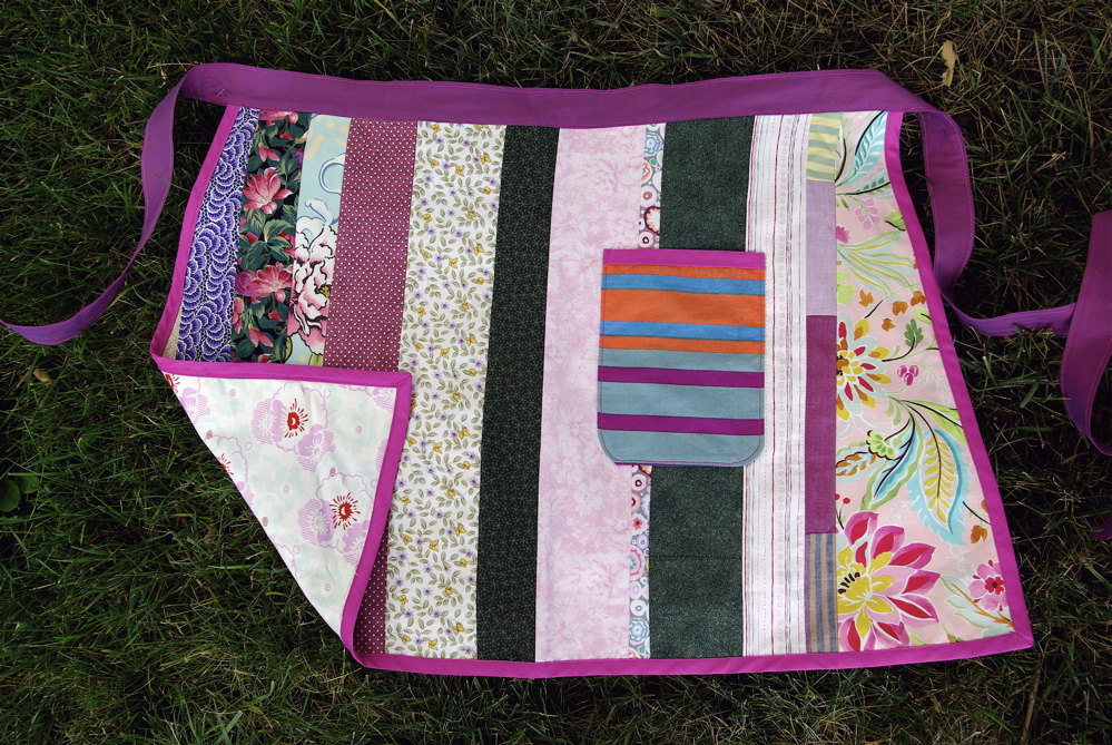 reversible half apron by noelleodesigns