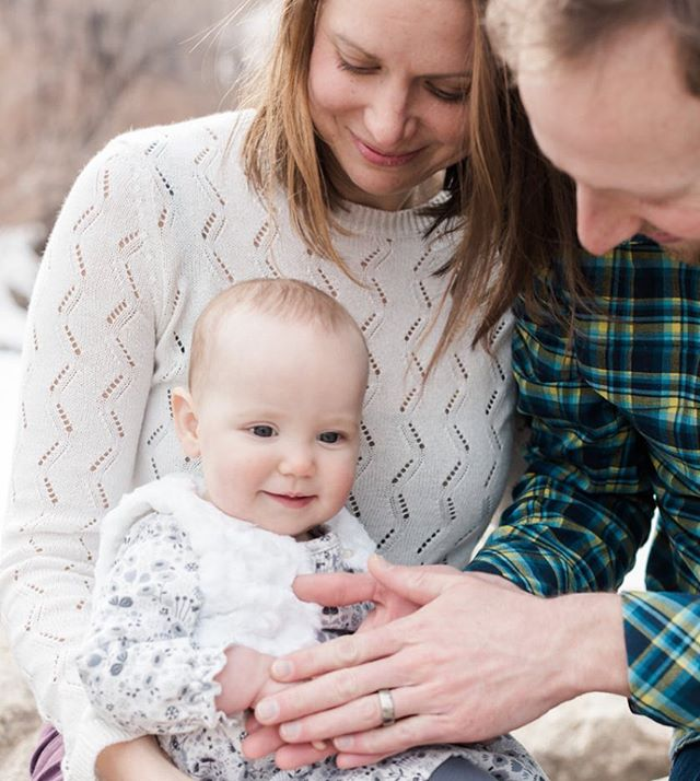 Here's to all the Dads our there keeping tiny hands warm. And to #friday! . . . . . #foreveryseason #canon #downtowngoldenco #goldencolorado #familyportraits #familyphotographer #coloradofamilyphotographer #winterportrait #mastinlabs