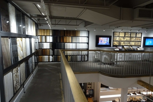Salle de montre de matériauthèque chez MACUCINA à Laval