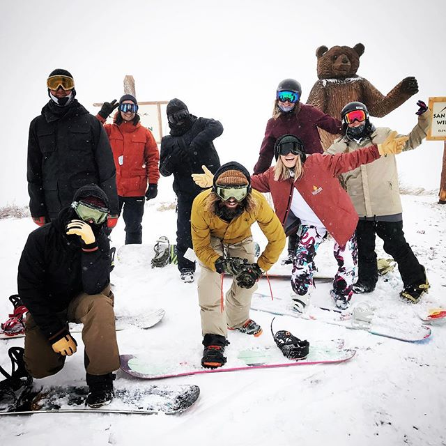 Rollin deep with the @volcom crew at @bear_mountain ✌🏻❤❄️ #volcom #volcomsnow #volcomouterwear #truetothis #bearmountain #vanlife #sportsbraaaaah