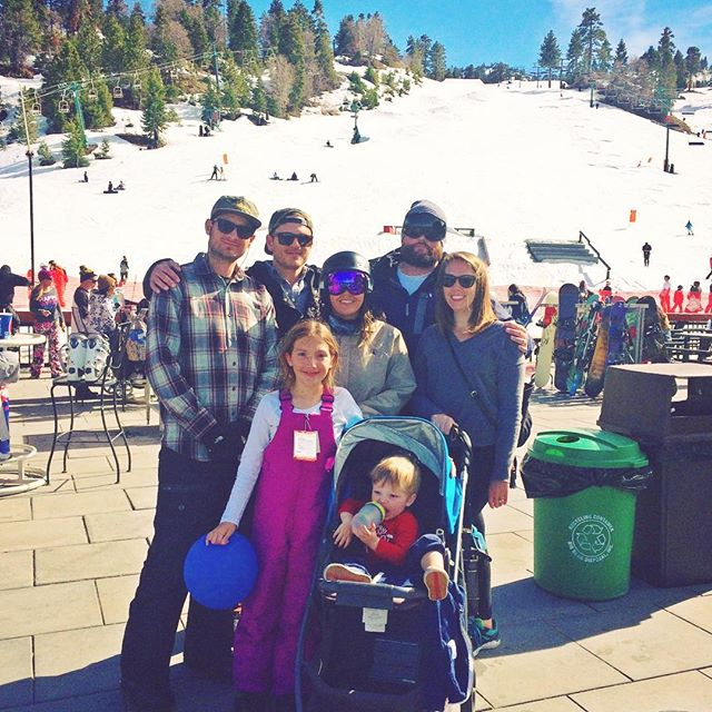 Family crew at @bear_mountain . Sarah's already way better than @danktropolis ✌🏻❤❄️ #volcom #volcomsnow #volcomouterwear #truetothis #bearmountain #sarahrips #girlcrew
