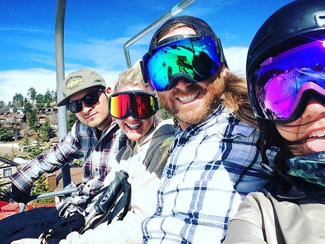 Finally got to shred with these babes today!!! ✌🏻❤❄️ #bearmountain #bigbearlake #volcom #volcomsnow #volcomouterwear #smithoptics #smithwomen #newportcomestobear #springhassprung