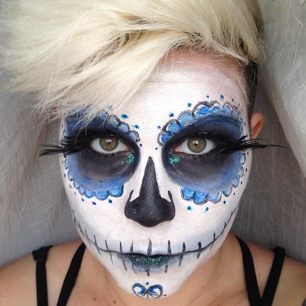 Happy Halloween from #synstyling  #happyhalloween #diadelosmuertos #diadelosmuertosmakeup #haircut #halloween #diy #makeup #skull #scary