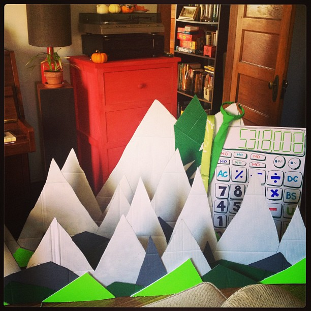 When mountains overtake your living room... you know it's Uncle Monsterface.  #synstyling #props #accountant #stage #styling #cardboard #diy #handmade #showbiz #unclemonsterface #sets #calculator #green #white #umf #meowmeow #brooklyn #indie #band #waystation #lavamen #albumrelease @martystuff @woodsman
