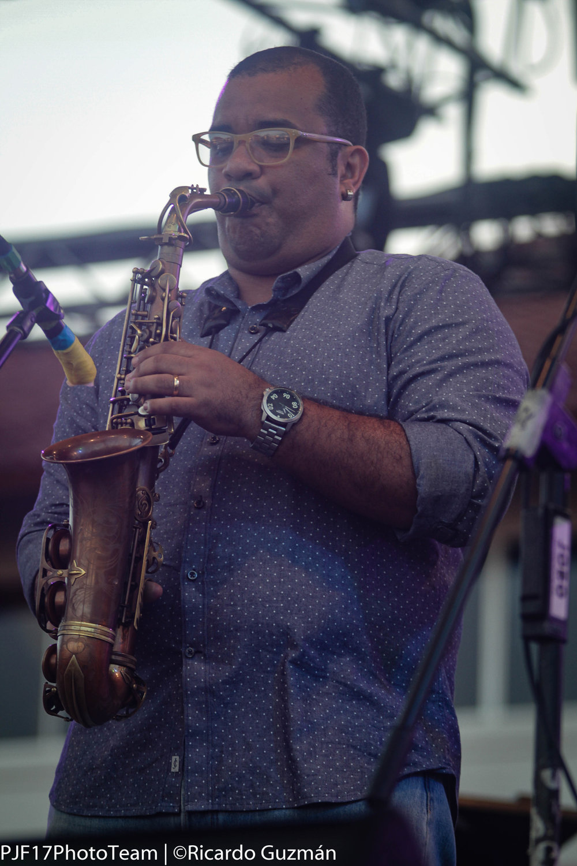 El saxofonista  Carlos Agrazal  dirigió al grupo  Panama Jazz All Stars .