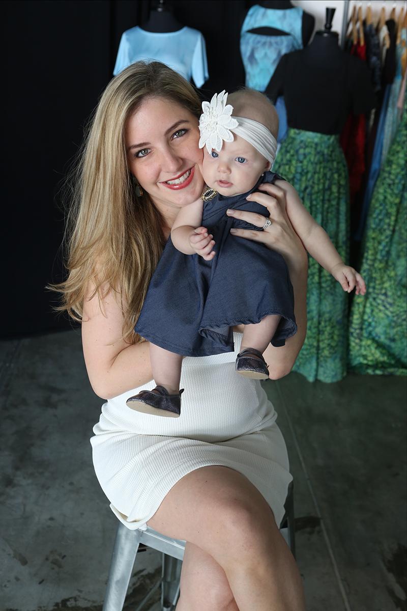 Teresita con Emma Sofía, su hija de seis meses.  Oliver Meixner.