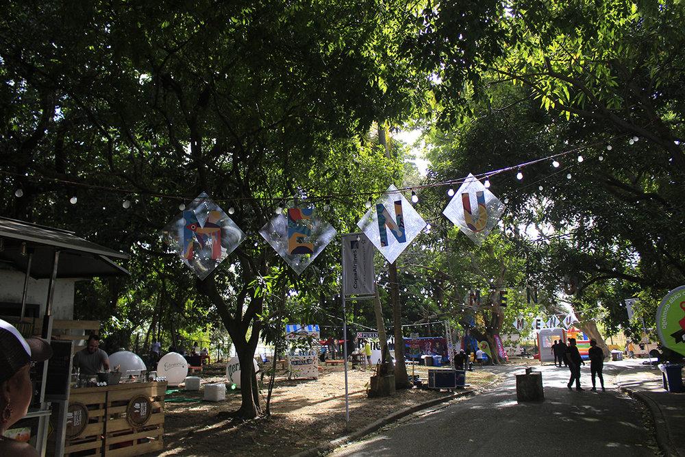 El evento comenzó con una refrescante tarde de verano.
