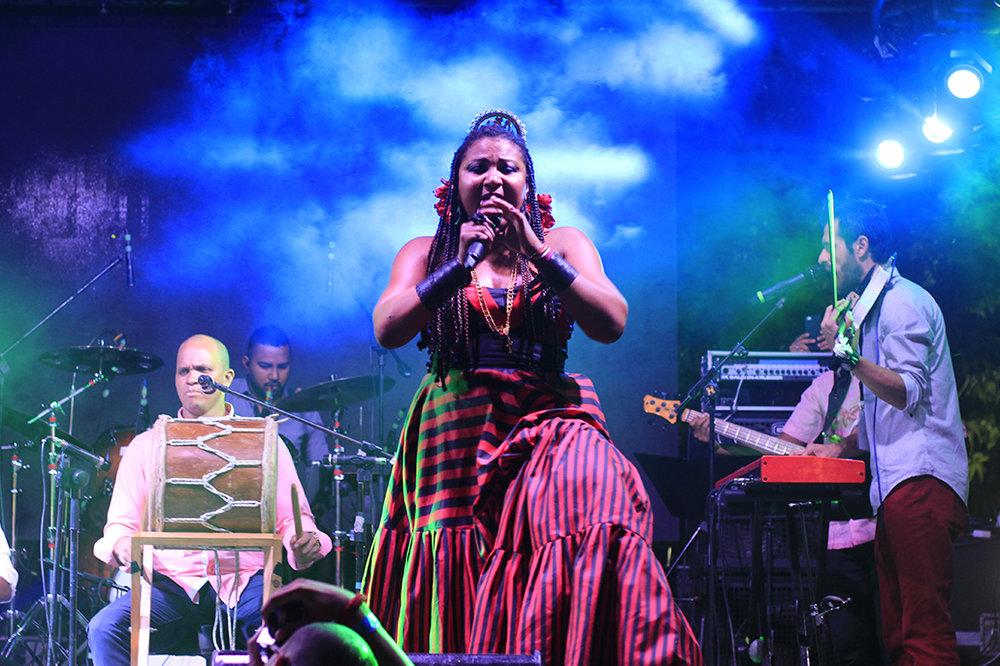 El grupo panameño Afrodisíaco era parte de los artistas nacionales que se presentaron en la tarima.