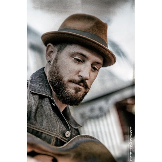 #menwithbeards #beards #portrait #joeljorgensenmusic #hat #guitar #musician #photography #2instagoodportraitlove #allshots_  #thudstudios #shariyantraphotography @joel_s_jorgensen_     photo by Shari Yantra Marcacci