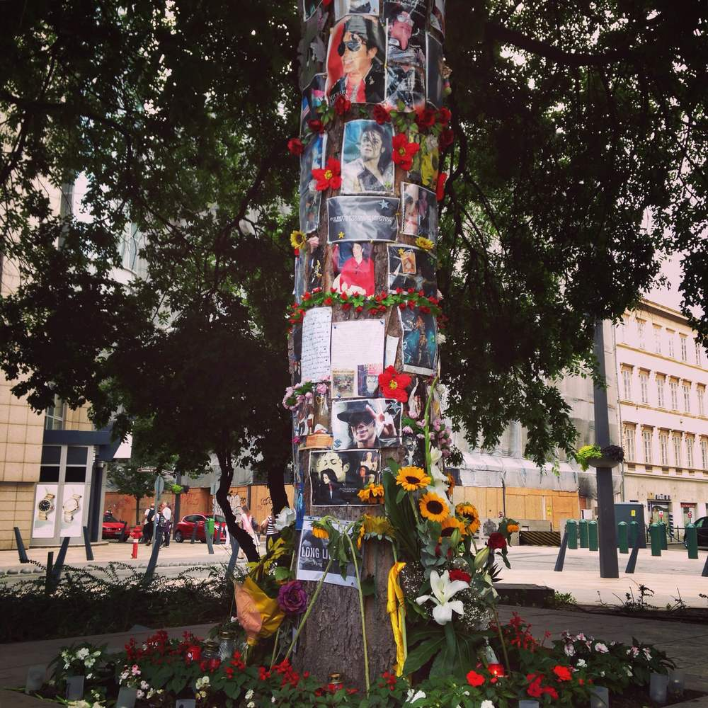 Michael Jackson tree memorial, 2015.