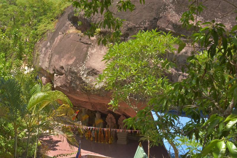 Buddhas underneath a large overhang, Kbal Spean