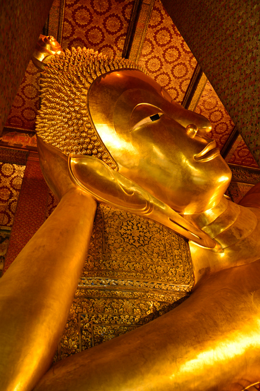 The enormous Reclining Buddha of Wat Pho