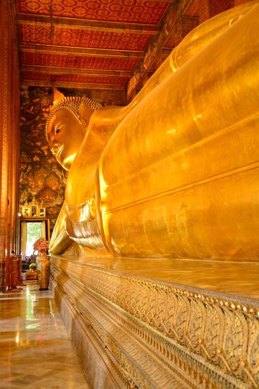 The 46m long Reclining Buddha of Wat Pho