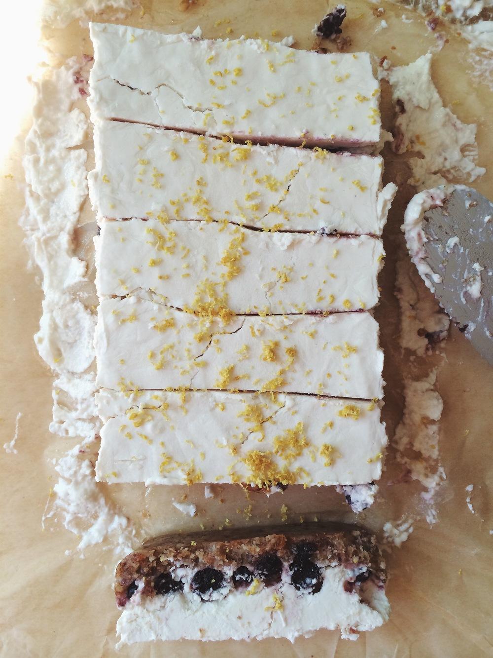 Blueberry Lemon Vegan Cheesecake bars #nobake #vegan #glutenfree