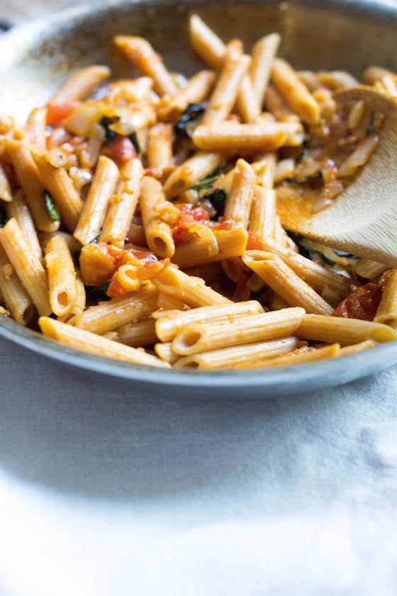 Simple Rustic Pomodoro Sauce (vegan & gluten-free) via Food by Mars