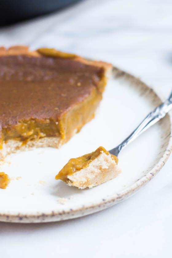 Pumpkin Pie (gluten-free, grain-free, dairy-free, refined sugar free) via Food by Mars