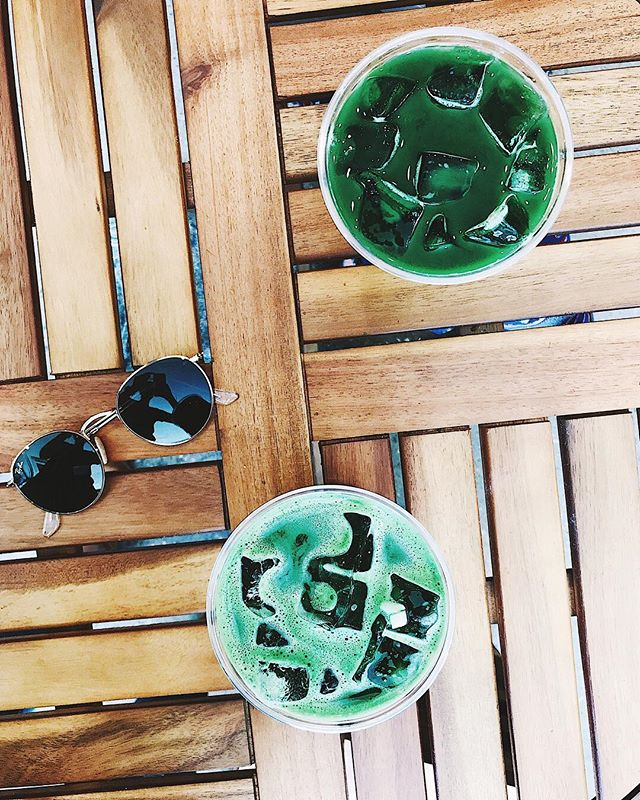 Iced Matcha with Aloe Water is my new go-to ????☀️ @zenchainyc ------------------------- . . . . . . #foodbymars #matcha #icedmatcha #howisummer #nyc #nyceats #staywoke #drinkyourgreens #aloewater #vsco #feedfeed #foodstand #summerdaze