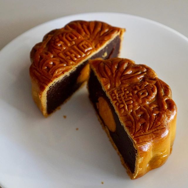 Happy #midautumnfestival ! Celebrating with some dope #mooncakes from @keewahsf 🌕