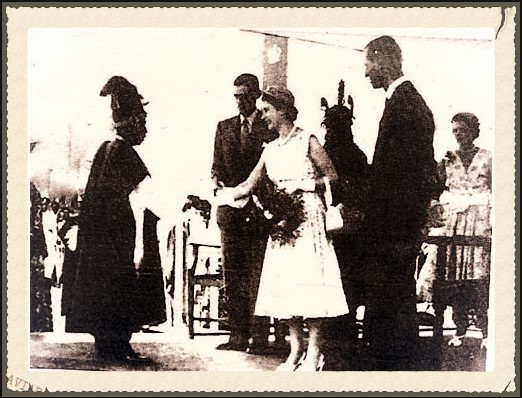 Obi Oputa II recieves Queen Elizabeth II 1956