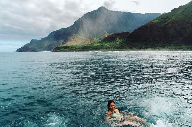 Relaxing on this beautiful Thursday @shy_adventures 🌊 . . . . . . . . . . . .  #nakedplanet#beautifuldestinations #moodygrams#instagood #earthfocus #gramkilla#visualsofearth #visualsoflife #ftmedd#seekingthestars #ftwotw #featuremeseas#featurepalette #featuremeofh#quietthechaos #expofilm #expofilm3k#glimpseofhawaii #peoplescreatives#hawaiistagram #hawaiiunchained#bleachmyfilm #Canon_Photos#BestVacations #exploretocreate#HawaiianAirlines #Artofvisuals#nightimages #dominion #hawaii