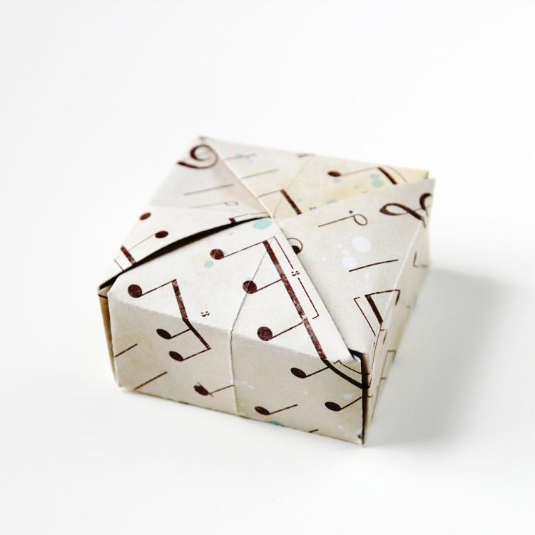 Diy Square Origami Box with interlocking lid.